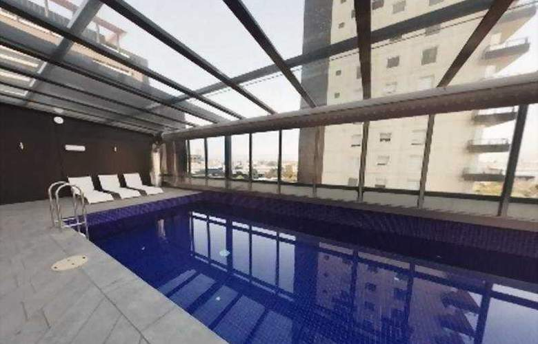 Melbourne Short Stay Apartments on Whiteman - Pool - 5