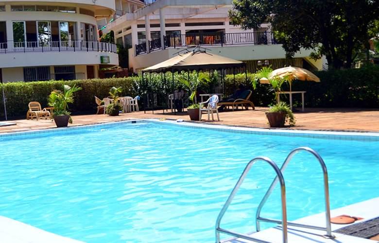 Fairway Hotel & Spa - Pool - 2