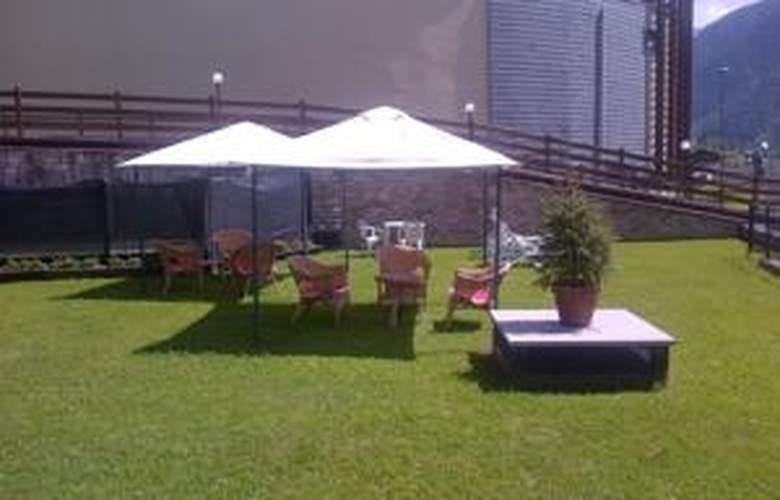 Hotel Mont Blanc - Terrace - 4