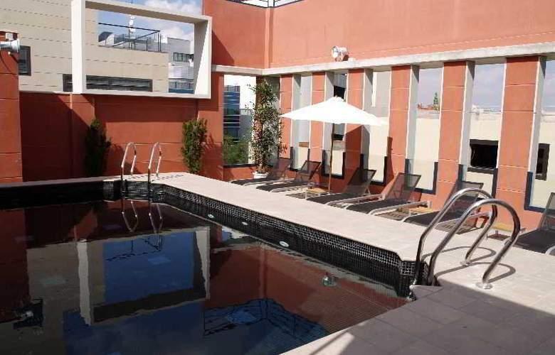 Eco Alcala Suites - Pool - 12