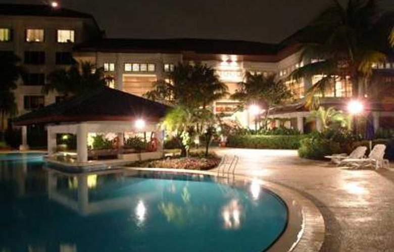 Holiday Inn Kuala Lumpur Glenmarie - Pool - 4