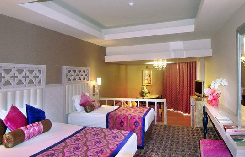 Royal Alhambra Palace - Room - 2