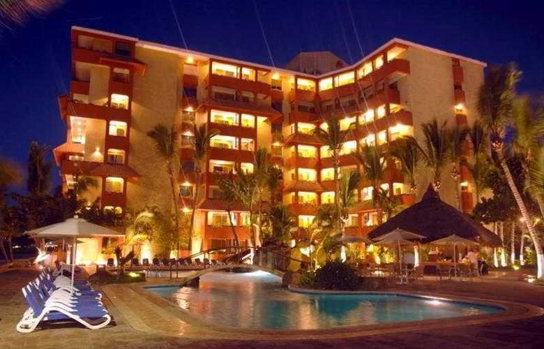 Suites Luna Palace - Pool - 5