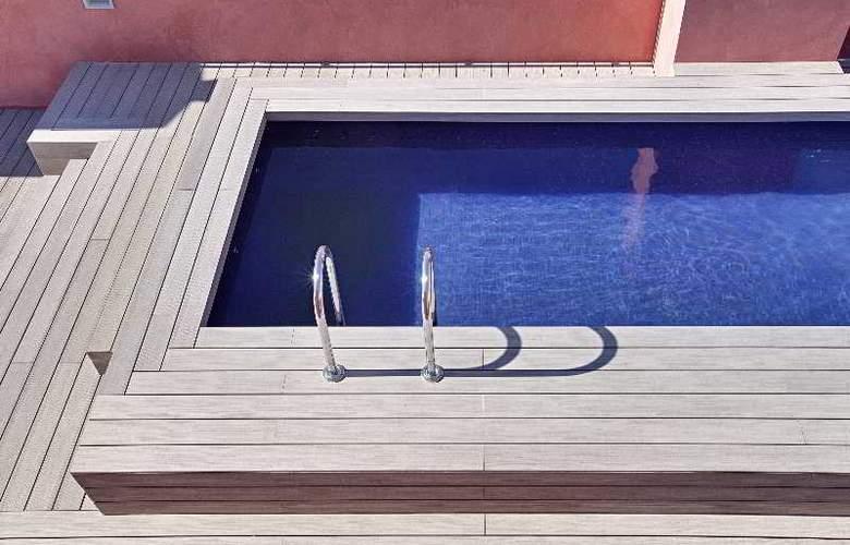 Arai - Pool - 10
