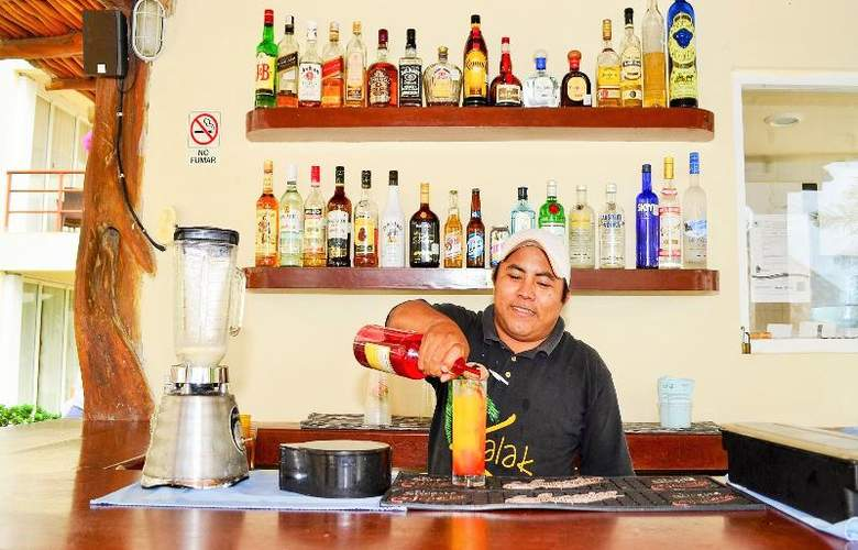 Ixchel Beach Hotel - Bar - 26