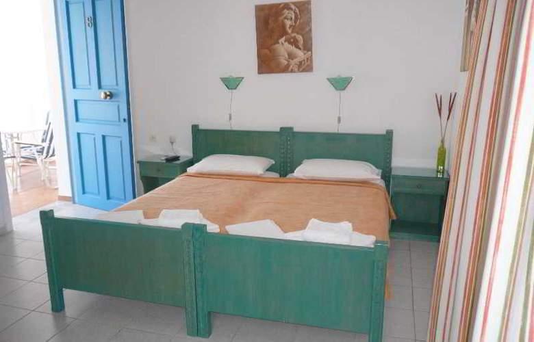 Manousos - Room - 0