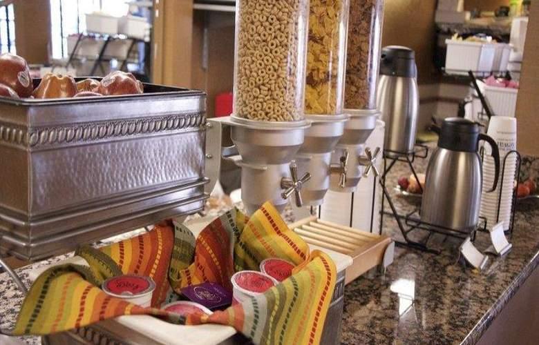 Best Western InnSuites Phoenix - Restaurant - 79