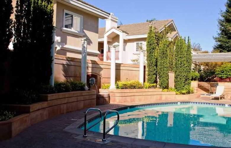 Grand Hotel - Pool - 2