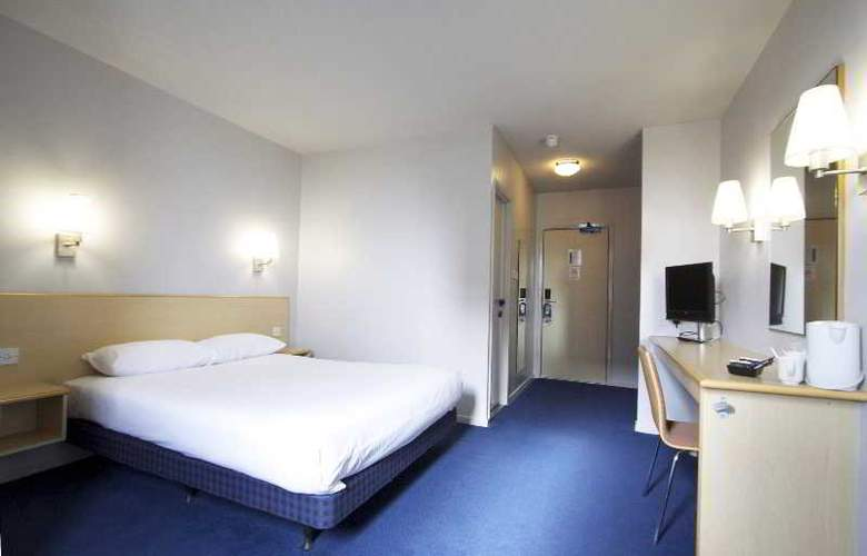 Travelodge Birmingham Central Broadway Plaza - Room - 14
