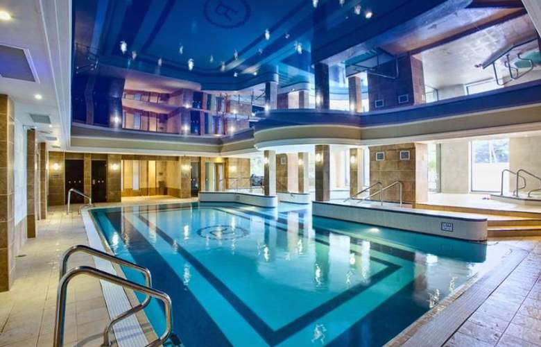 The Royal Hotel and Merrill Leisure Club - Pool - 3