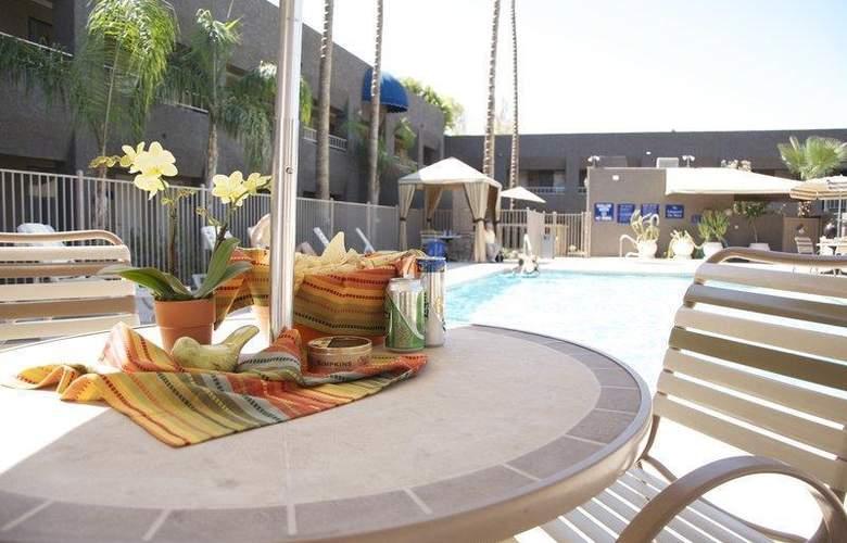 Best Western Plus Innsuites Phoenix Hotel & Suites - Pool - 70