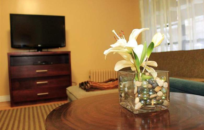 Best Western Plus Hospitality House - Apartments - Room - 105