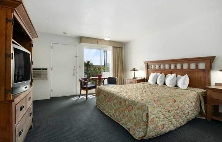 Days Inn & Suites- Santa Barbara - Room - 3
