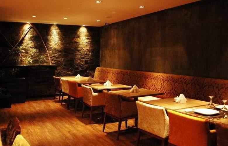 Carlton - Restaurant - 10