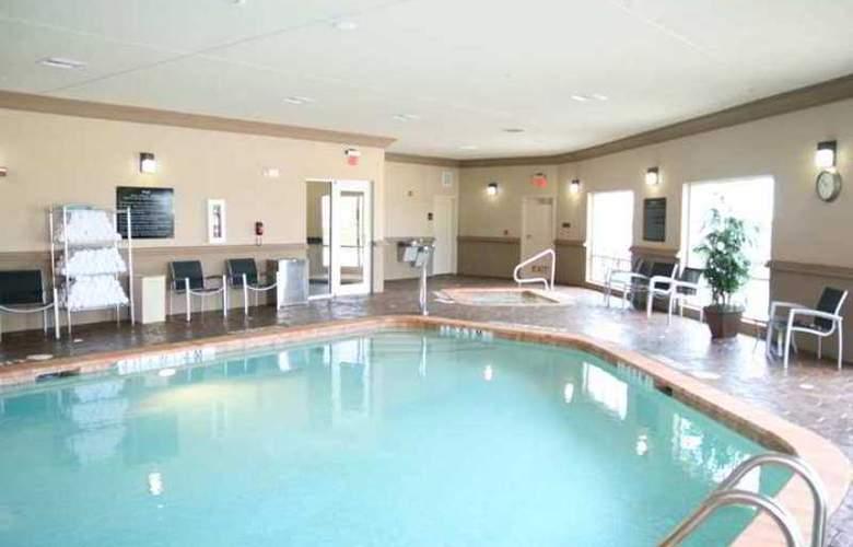 Hampton Inn & Suites Cleburne - Hotel - 2