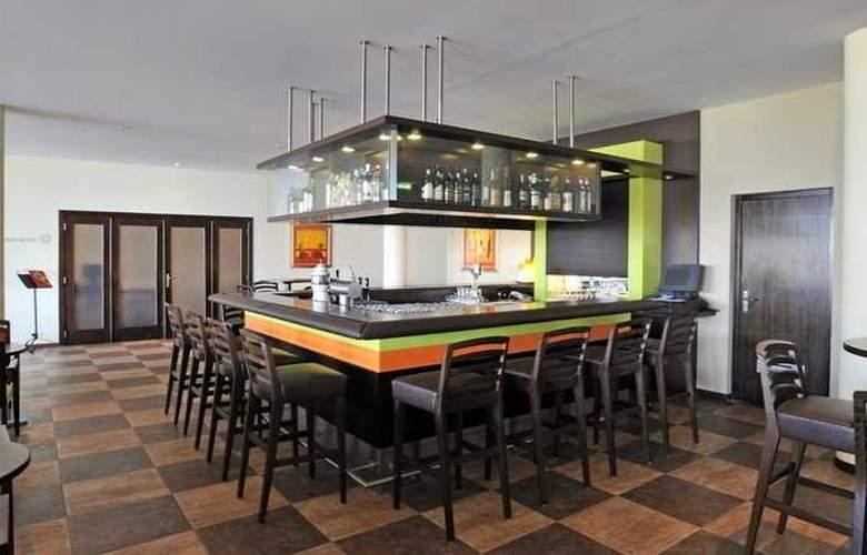 Pestana Viking Resort - Bar - 10