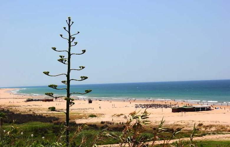 Oasis Atalaya - Beach - 18