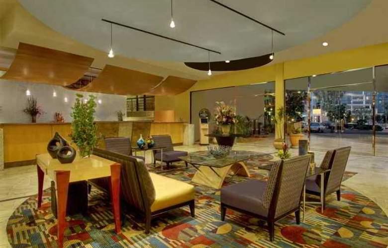 Embassy Suites Phoenix Biltmore - Hotel - 10