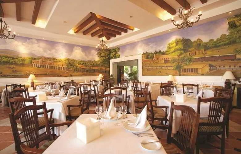 The Royal Playa del Carmen All Inclusive - Restaurant - 17