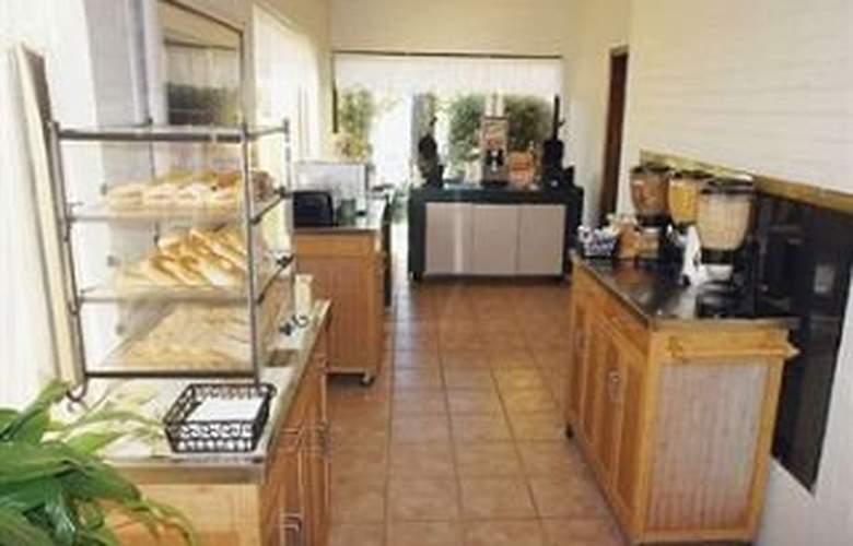 La Quinta Inn Tulsa 41st Street - Restaurant - 10