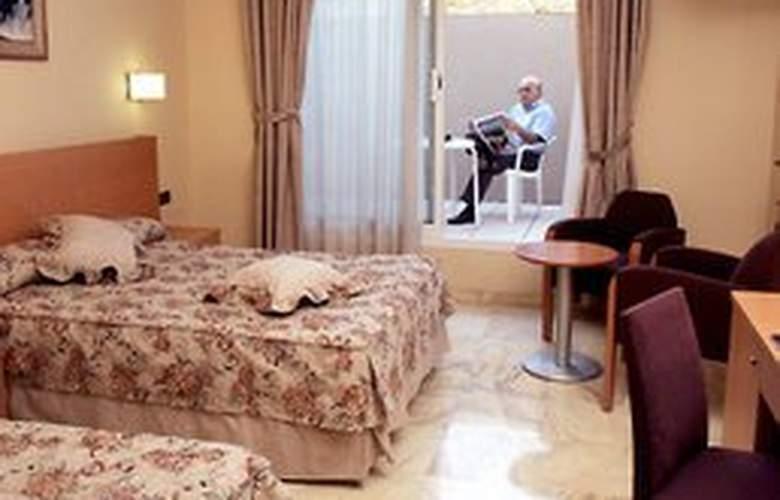 Flor Parks - Room - 3