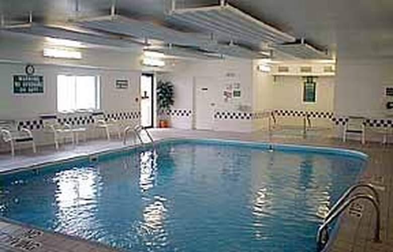 Comfort Inn South - Pool - 4