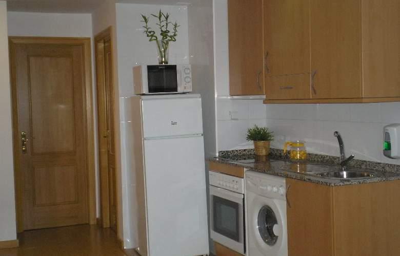 Apartamentos Aragon - Room - 2