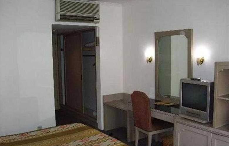 Royal Palace - Room - 2