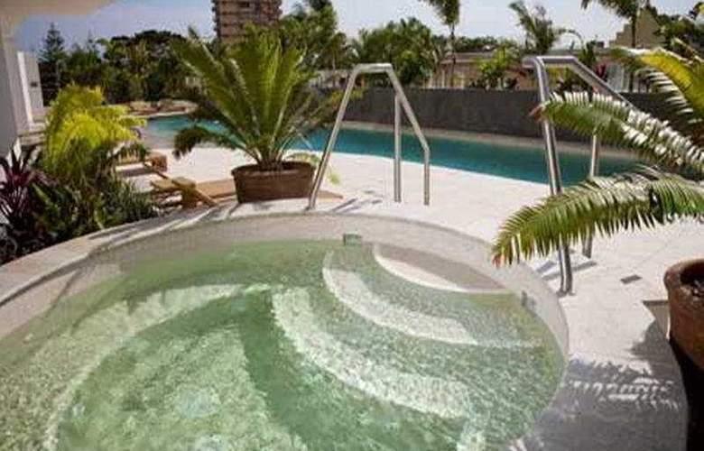 Wyndham Surfers Paradise - Pool - 1