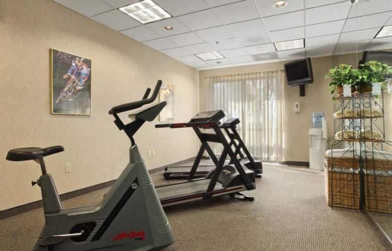 Ramada Suites Orlando Airport - Sport - 8