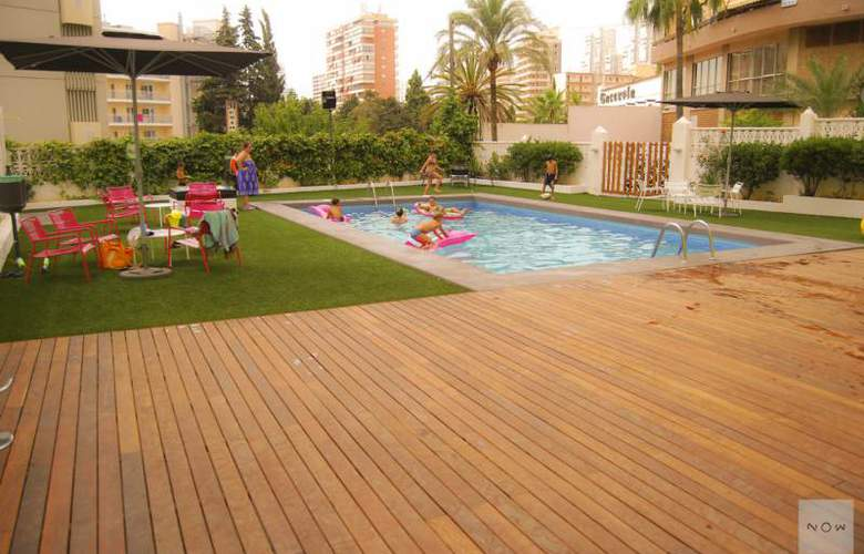 Apartamentos NOW Benidorm - Pool - 11