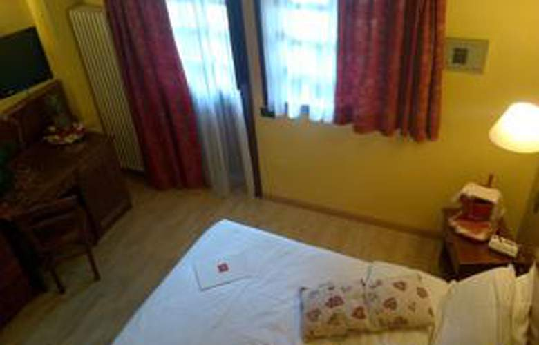 Hotel Mont Blanc - Room - 13