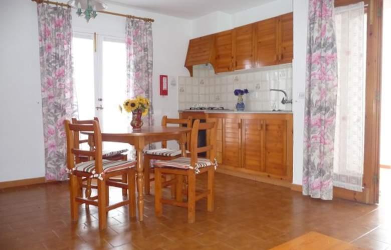 Apartamentos Llebeig - Room - 0