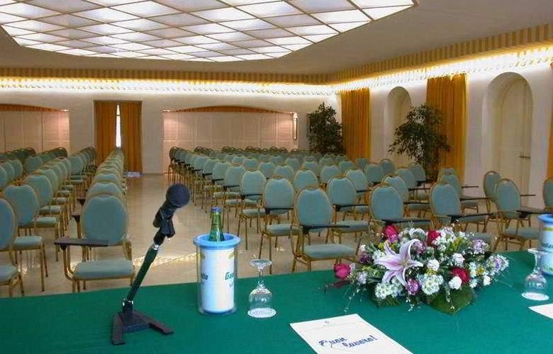 Del Levante - Conference - 6