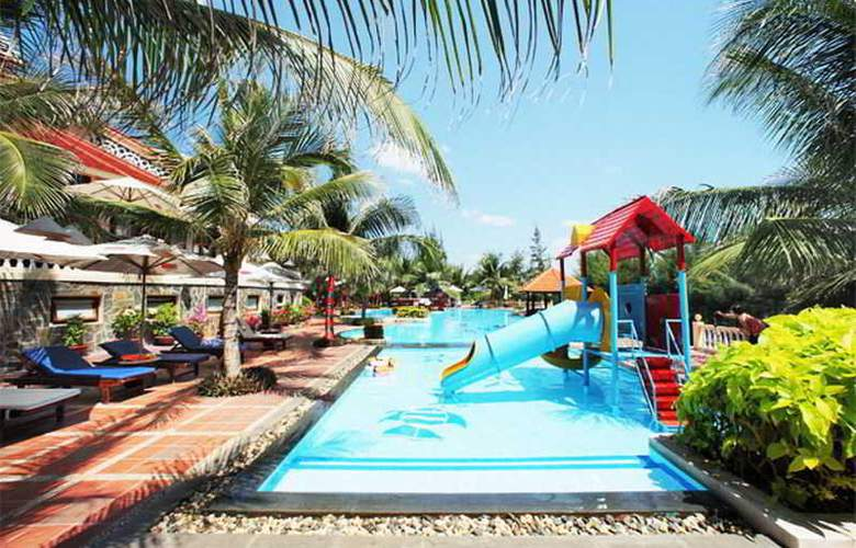 Golden Coast Resort & Spa - Pool - 12