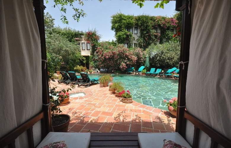 Elvino Hotel - Pool - 5