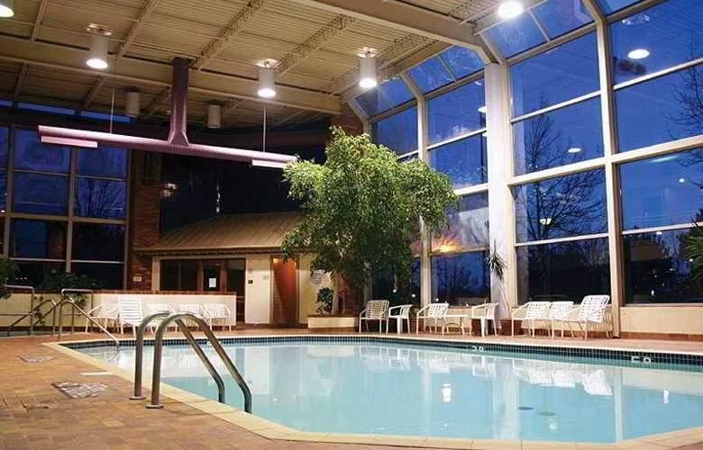Knights Inn & Suites-Toronto East - Pool - 6