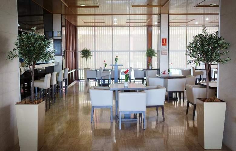 Hotel Escuela Santa Cruz - Restaurant - 4