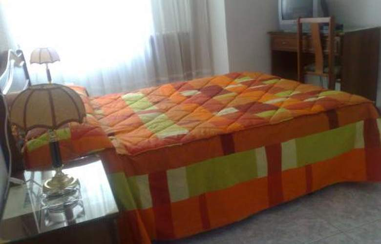 Hostal Uria - Room - 4