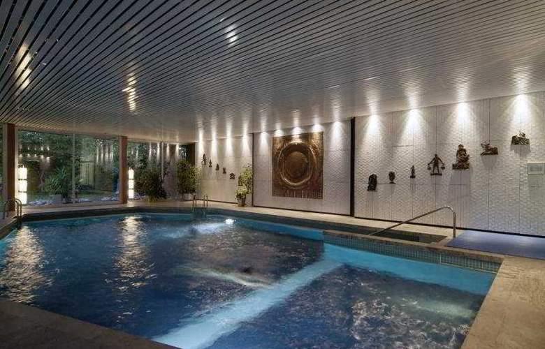 Schlosshotel Monrepos - Pool - 4