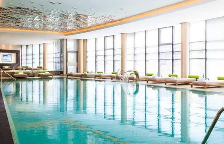 Renaissance Minsk - Pool - 3