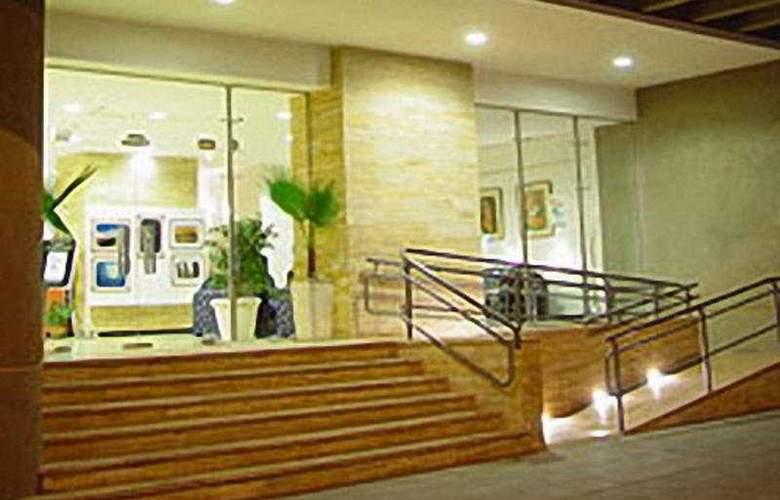 Tower &  Inn Suites - General - 3