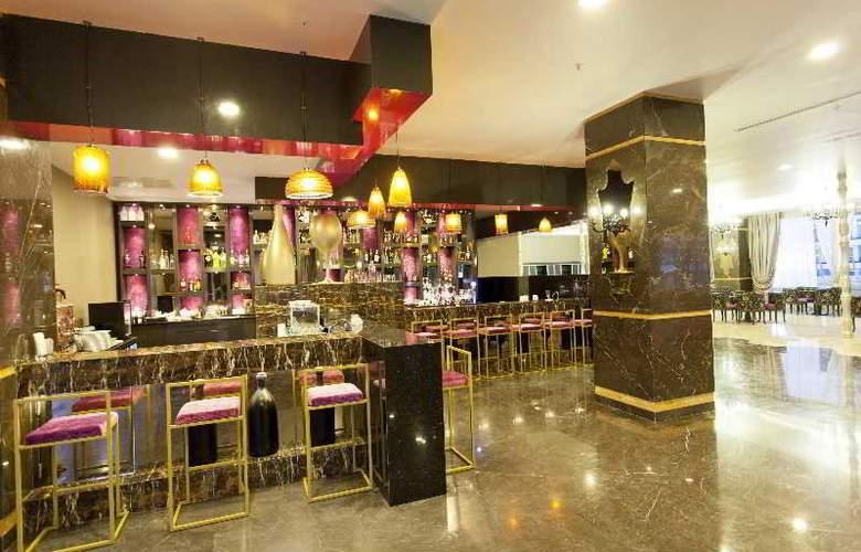 Thor Luxury Hotel & Villas - Bar - 4