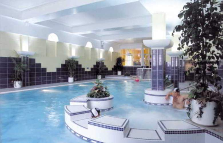 Castle Hotel & Leisure Centre - Pool - 15