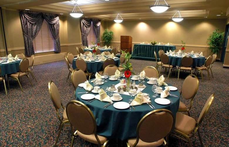 Best Western Plus Denham Inn & Suites - Restaurant - 113