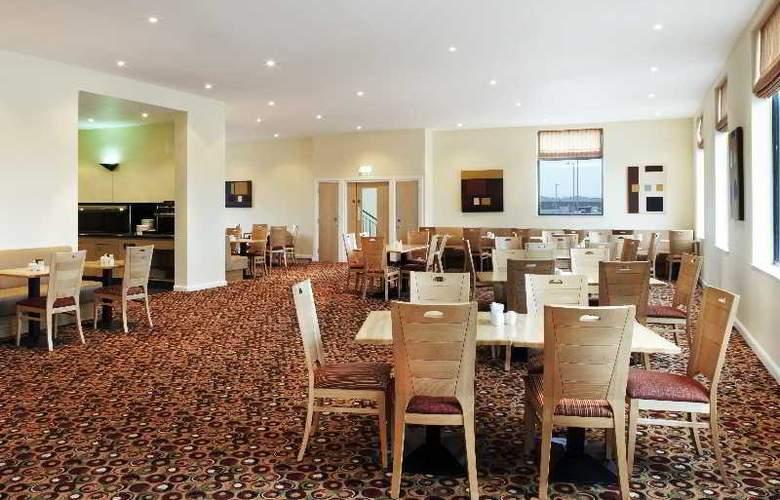 Holiday Inn Express Antrim - Restaurant - 13
