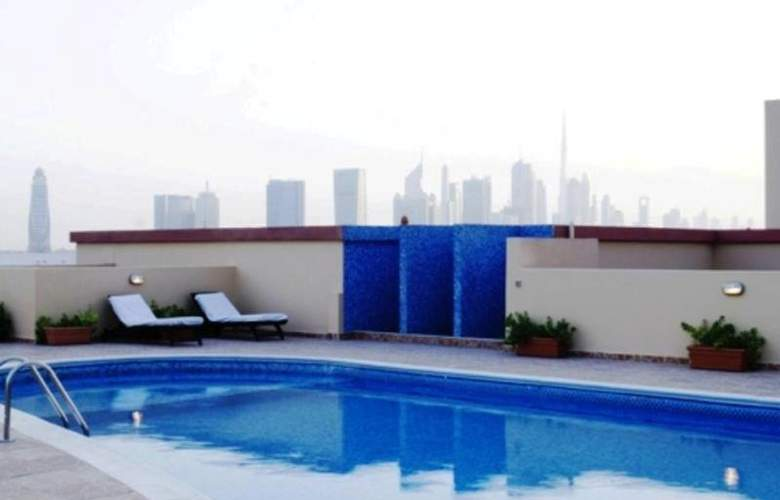 Arabian Dreams Hotel Apartments - Pool - 8