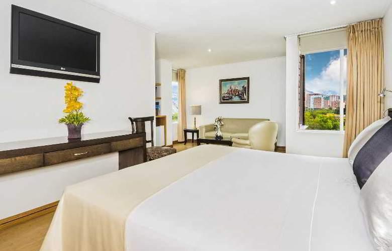 Egina Medellin - Room - 30