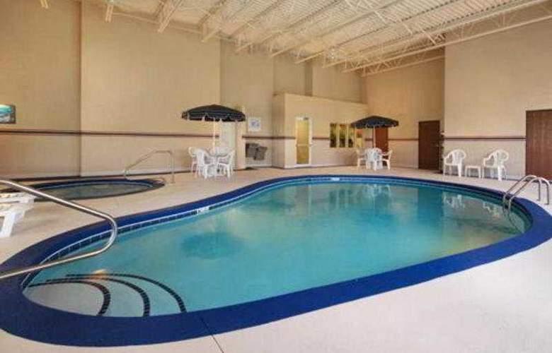 Comfort Inn North/Polaris - Pool - 5