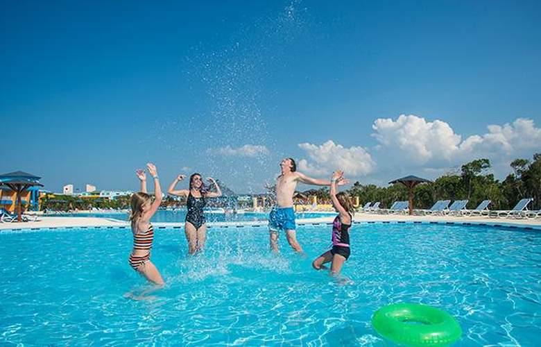 Costa Verde Plus Beach Resort - Pool - 13